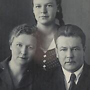 Бриллиантова О.С. Семейное фото. На обороте: