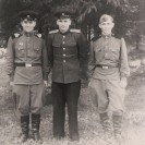 Самсонов Владимир Георгиевич  в середине